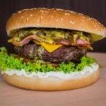 Cebola caramelizada para hambúrguer: receita simples