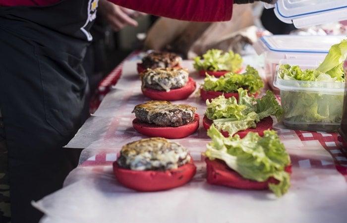 Como moldar hambúrguer caseiro